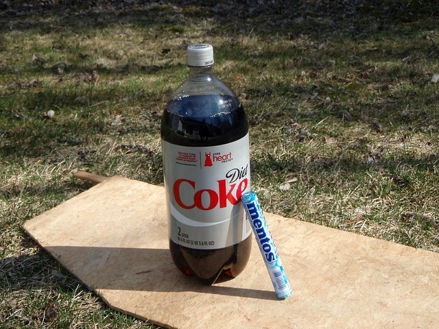 dare to eat mentos and drink coca cola