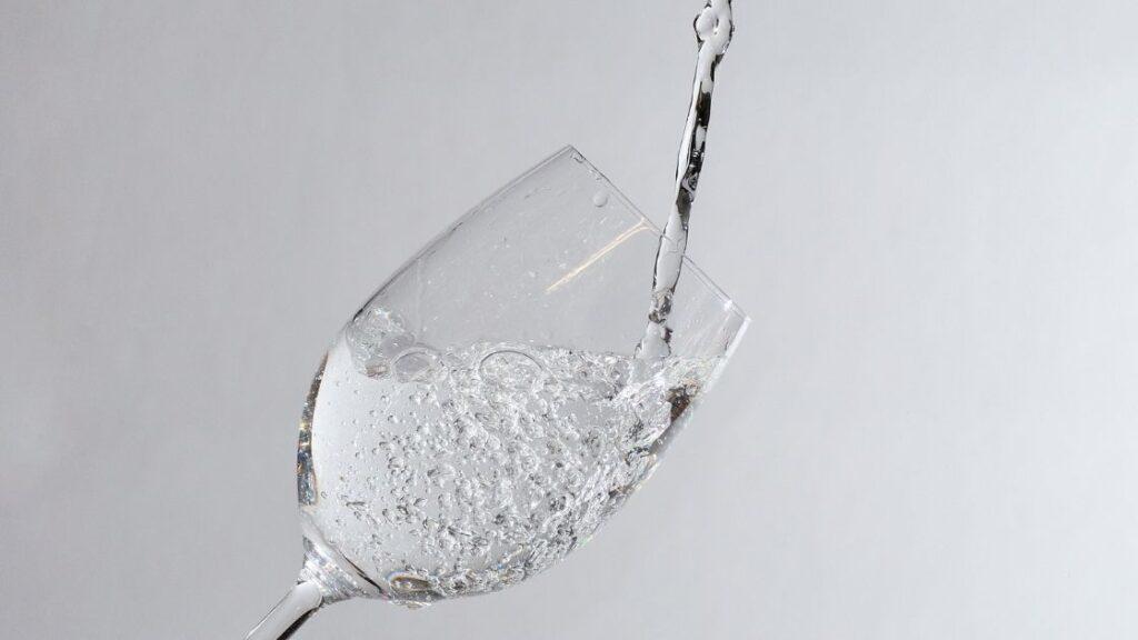 Benefits of Sparkling Water vs Still Water